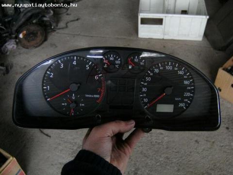 Audi A4 benzines fordulatszámmérős kilométeróra!