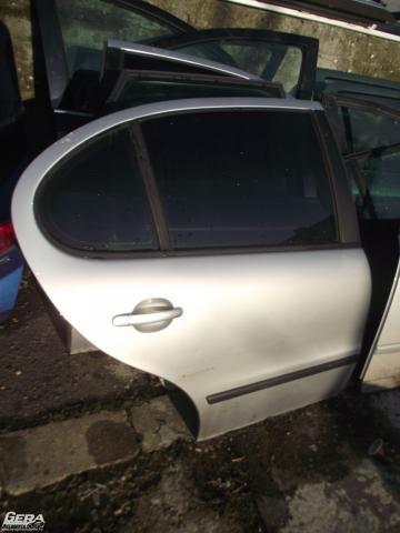 Seat Leon '2001' jobb hátsó ajtó! Ezüst színű! Az ajtó ára a...