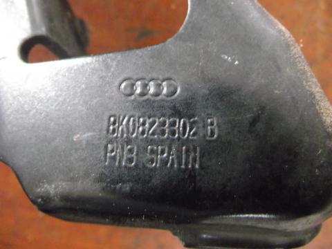 Audi A4 B8 8K motorháztető jobb oldali zsanér!