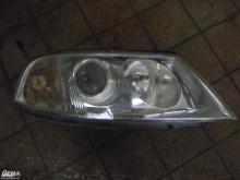 Volkswagen Passat B6 jobb első lámpa, fényszóró! Az üvege karcos...