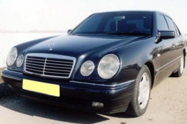 Mercedes W210 sedan