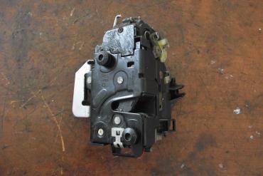 Audi A6 C5 zárszerkezet! Bal első! A csatlakozója törött!