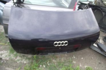 Audi A6 C5 sedan csomagtérajtó! Sötétkék színű! Az ajtó ára a...