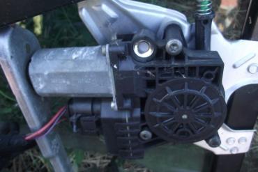 Audi A6 C5 '2002' bal első ablakemelő motor!